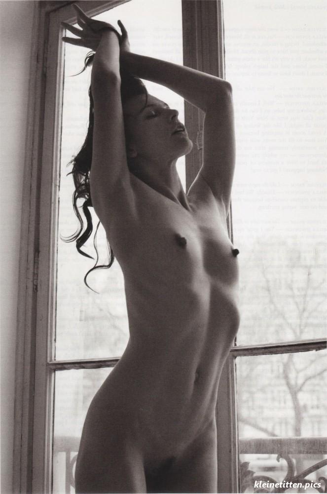 Milla Jovovich Nackt